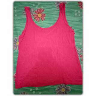 Tank top shock pink Size : M fit to L Bahan comfy Brand : TIFFJEANS