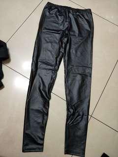 全新薄款皮褲S