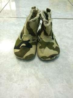 Sepatu loreng bayi laki2