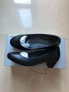 全新連盒 女裝黑色健康鞋。空姐鞋 size37