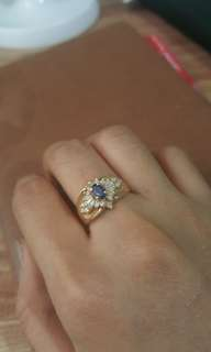 Gold ring blue sapphire with titus