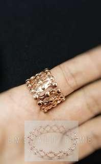 自家緬甸玉石珠寶完美追求者之選 。 價格: $1088HKD 玉石: 意大利純銀戒指變手鐲 色澤: 電鍍18k金 尺寸: 13.5號(限5隻)