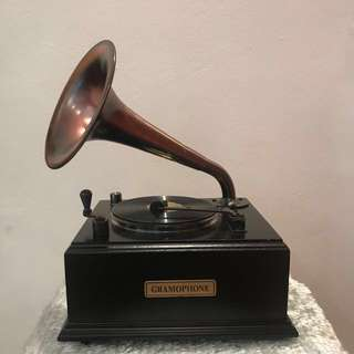 Vintage Looking Gramophone Radio