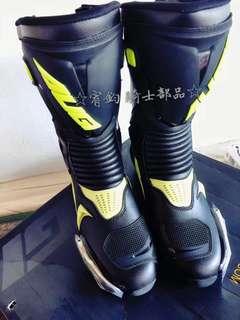 🚚 美國AUGI AR3 黑/黃色 車靴 頂級競技型車靴 價格親民 CP值破表  外型時尚高雅