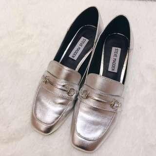 🚚 Steve Madden 銀白色真皮霧面銀灰色樂福鞋 低跟鞋 環扣皮鞋 粗跟鞋 休閒便鞋