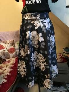 [BRAND NEW] Black Floral Skirt