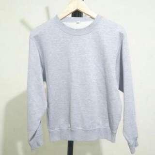 sweater by uniclo