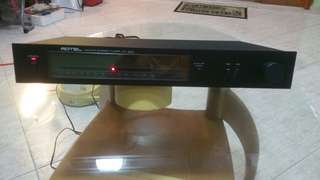 ROTEL  AM/FM  STEREO TUNER  RT-820