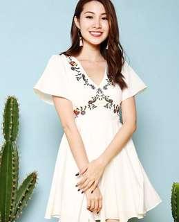 Diamond Mojitto white flare dress