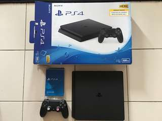 Ps4 SLIM 3months old!! Owns by a girl