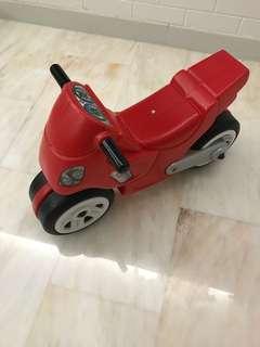 Toddler balancing bike with wide wheel