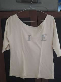 Preloved Blouse Sabrina IE cream Fit to L Mat Katun Tebel