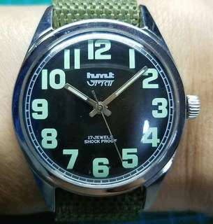 hmt Janata 140178 中古軍錶,原裝黑色操兵字面,冇番寫,佩綠色尼龍帶,原裝17石上鏈機芯,已抹油,行走精神,錶頭36mm不連錶的,拱型塑膠上蓋,有意請pm