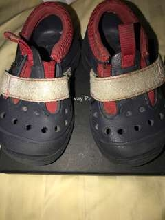 Crocs baby size6 dark blue