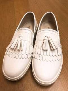 🚚 韓系必備百搭復古流蘇白色韓版平底懶人鞋