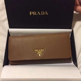 Prada wallet. New. Authentic