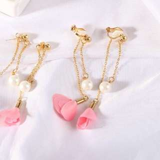 Flower ear clips (pink)