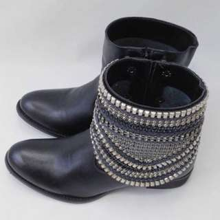 Ana Povoa boots with removable anklets