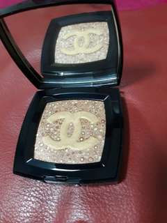 Chanel radiant glow highlighting powder 151.850