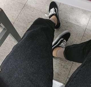 🚚 直筒黑牛仔褲