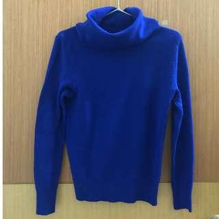 寶藍色高領毛衣