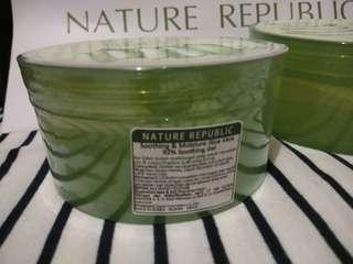 Nature republic aloevera Soothing gel 92 % ori beli di outlet harga 120 udh sama jastip, tinggal tambah ongkir nya aja ka siap kirim.