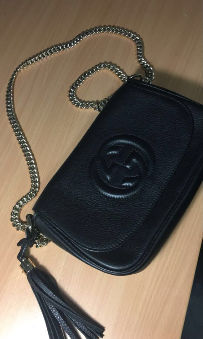 19dc98694b34e2 AUTHENTIC GUCCI SOHO black leather crossbody bag with gold chain ...