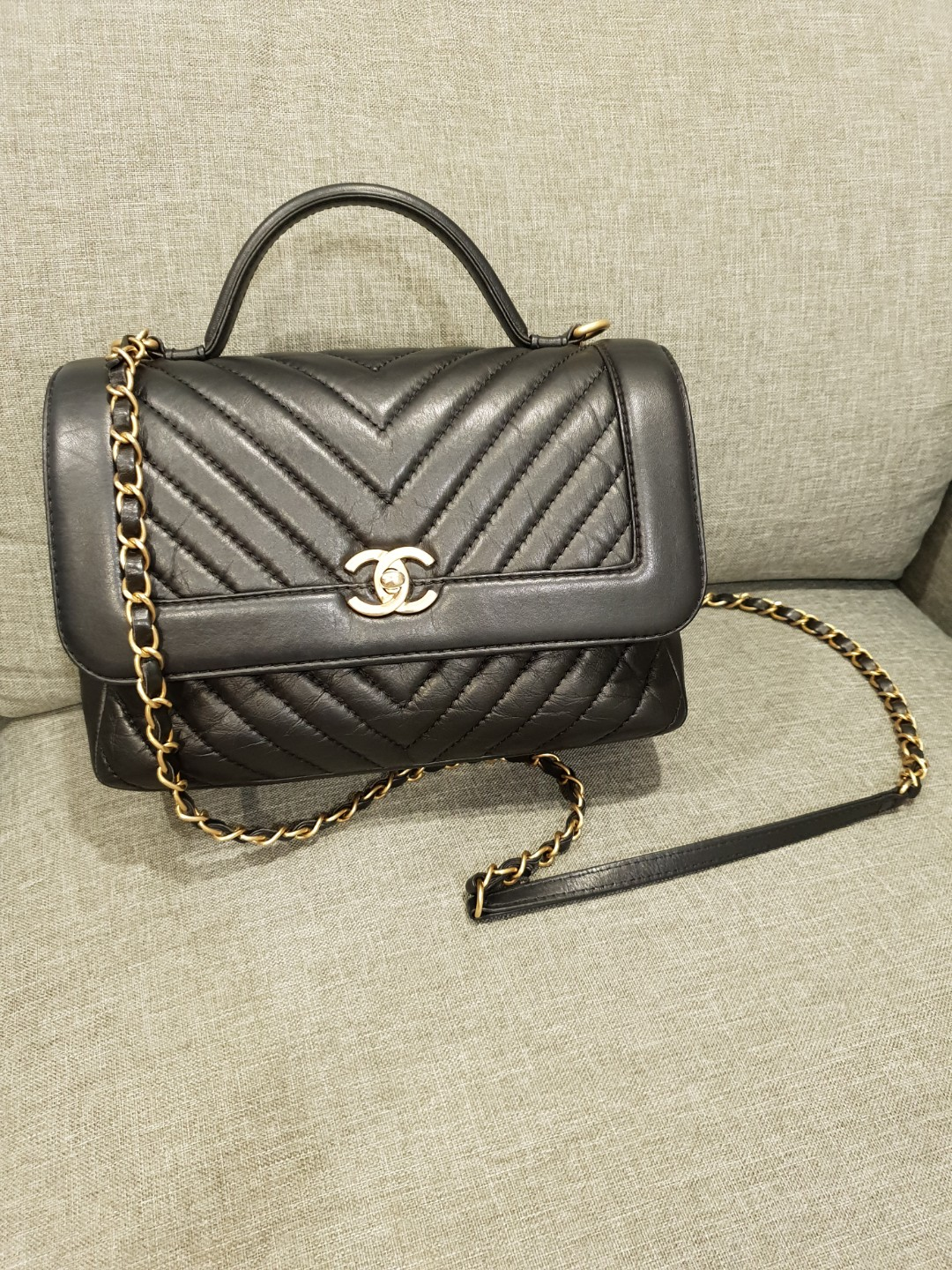 e32c7532a076 Pre-loved Authentic Chanel Chevron Flap Bag with Top Handle ...