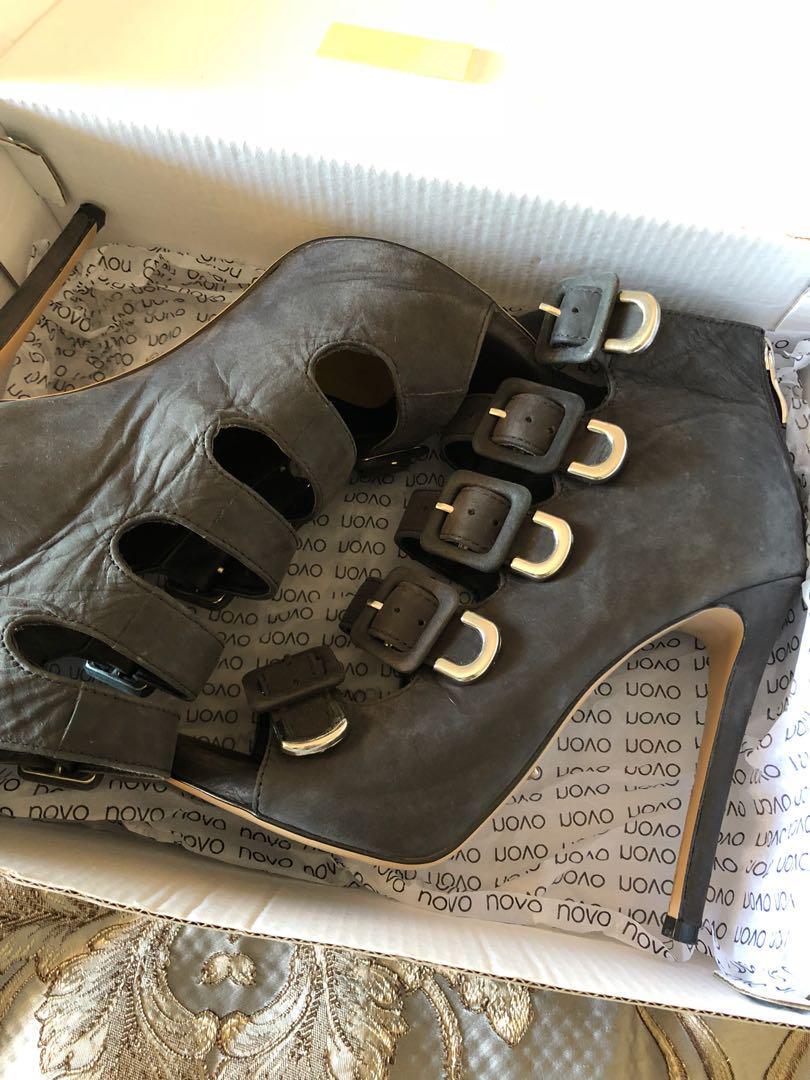 Tony blanco size 7 leather heels