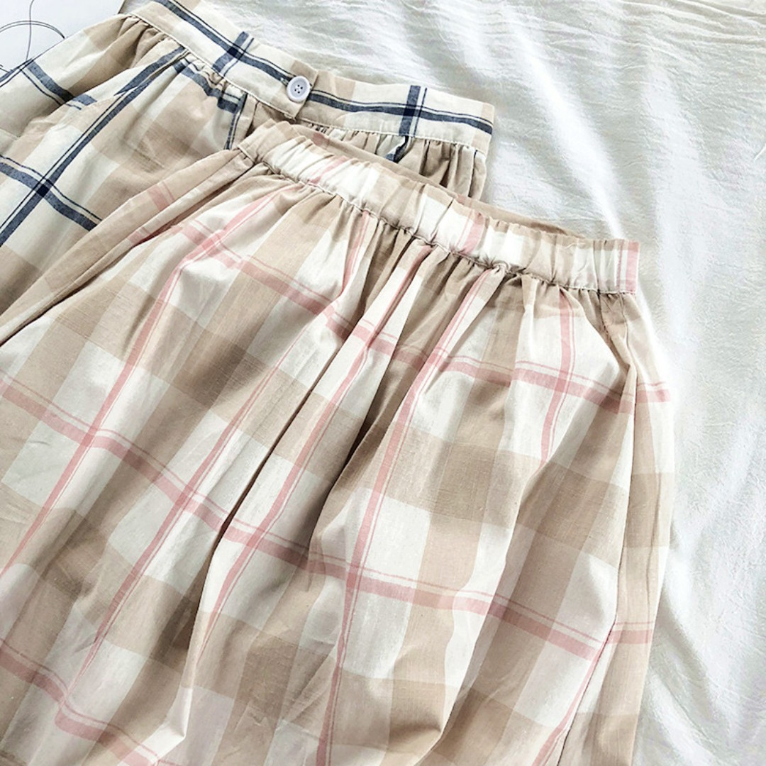 ed0acf93e6 Vintage Buttoned Midi Checkered Skirt Ulzzang, Women's Fashion, Clothes,  Dresses & Skirts on Carousell