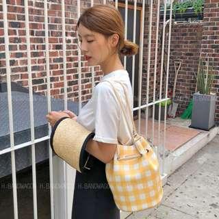 【H.BANDWAGON】韓國皮質撞色格子穿繩長背帶肩背水桶包