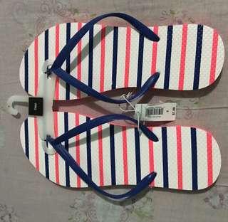 Authentic GAP flipflops slippers
