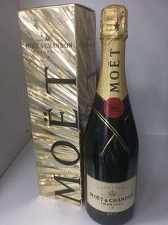 Moët & Chandon Brut NV FESTIVE Gift Boxed