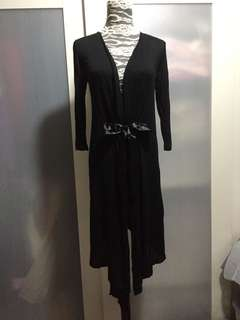 Black cardigan ( no bargaining)