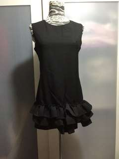 Black dress ( no bargaining)