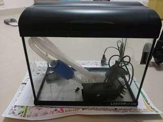 9成新魚缸,有原裝過濾器,掛式過濾器,暖管
