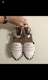 🚚 BN Cream Buckle Sandals