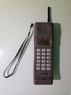 unitacs 28 無綫電話  大哥大電話,屏幕有一黑點,天線不是原裝的,是本人自制,已不能便用,只能裝飾懷舊擺設道具  老香港懷舊電話