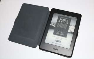 BUNDLE! AMAZON KINDLE PAPERWHITE + OMOTON CASE + CASE LOGIC SLEEVE