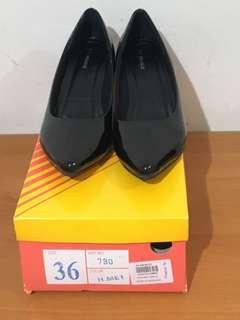 Sepatu St moritz