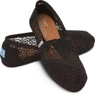 Classic Black Crochet TOMS Size 8
