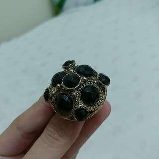 Vintage black crystal ring
