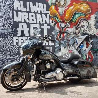 Harley Streetglide Rushmore 2014 Model with loudest legal exhaust J & H full system