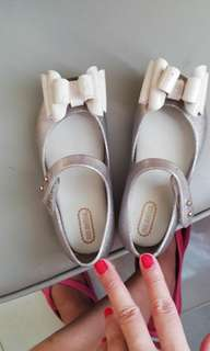 Mini Melissa size 15 1/2, for 3 to 4 years old. No inclusions