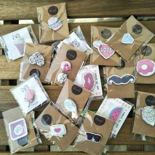 🚚 10x Assorted Pin Badges / Brooches