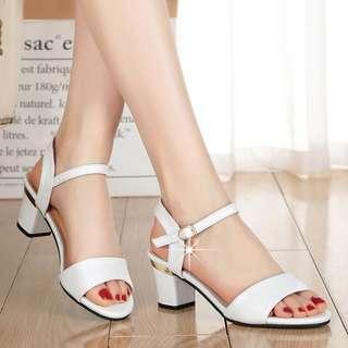 🚚 【貝莉潮流】(關注+愛心送贈品)涼鞋🎉新款韓版百搭夏季一字扣粗跟魚嘴涼鞋中跟羅馬高跟涼鞋