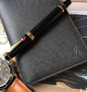🚚 路易威登Louis Vuitton Taiga 護照夾,或當行事曆本封面皮/手帳/萬用手冊封套,不附內頁