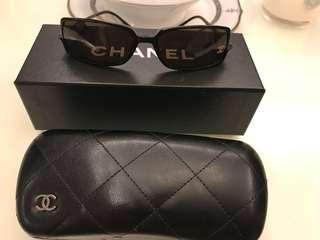 🚚 Chanel 水鑽墨鏡