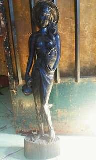 Patung kayu wanita jati
