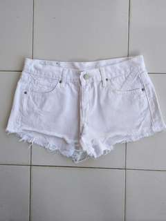 Hotpant putih bersih